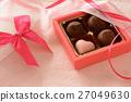 초콜릿과 선물 상자 27049630