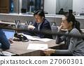 女性工作人员召开会议  27060301
