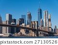 纽约和布鲁克林大桥的摩天大楼白天 27130526