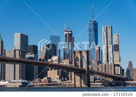 Skyscrapers in New York and the Brooklyn Bridge during the day 27130526