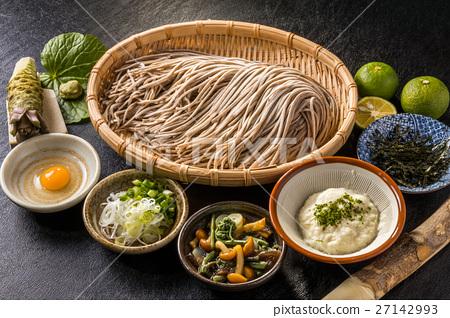 新鲜的荞麦面荞麦面设置日本面条 27142993