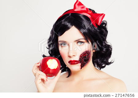 Woman with Wound and Poison Apple 27147656