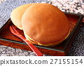 dorayaki, two small pancakes with bean jam in between, wagashi 27155154