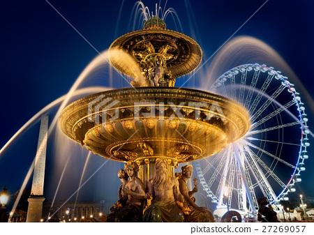 Fountain on square of Concorde 27269057