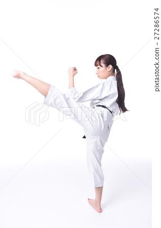 Women who do karate 27286574
