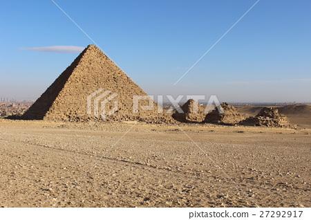 멘 카우 레 왕과 왕비의 피라미드 27292917