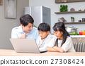 컴퓨터를 사용하는 가족 아버지 아버지 남매 공부 식당 주방 생활 숙제하는 초등학생 27308424