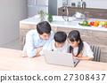컴퓨터를 사용하는 가족 아버지 아버지 남매 공부 식당 주방 생활 숙제하는 초등학생 27308437