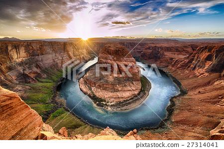 Horseshoe bend and Colorado River, Grand Canyon 27314041