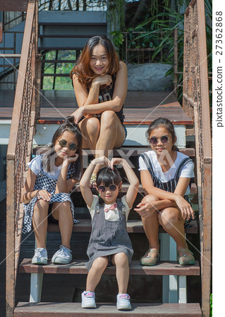 Shoot Asian children and woman portrait. 27362868