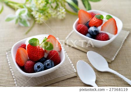 Three Kinds Of Berries And Greek Yogurt Stock Photo 27368119 Pixta