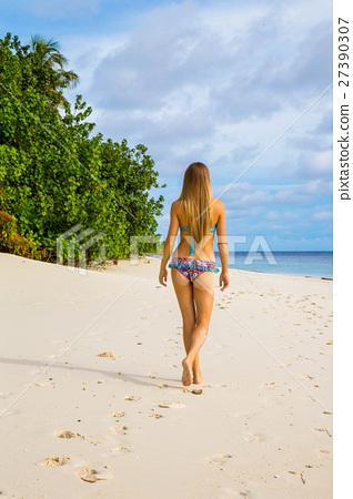 Sexy girl walking alone on the beach  27390307