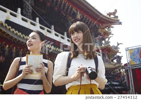 婦女在台灣的旅遊寺廟 27454312