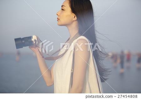 A woman sightseeing in Taiwan Takami wetland 27454808