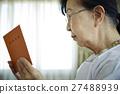 年金手帳 シニア 女性 27488939