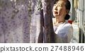 獨居的婦女住老人洗衣房 27488946
