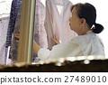 獨居的婦女住老人洗衣房 27489010