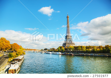Cityscape of Paris with the Eiffel tower 27501977