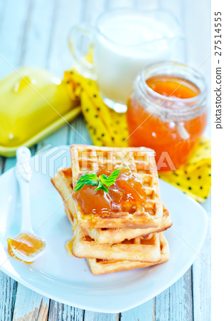 waffles with apricot jam 27514555
