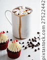 hot chocolate with mini marshmallows 27522442