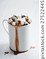 hot chocolate with mini marshmallows 27522445