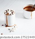 hot chocolate with mini marshmallows 27522449