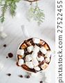 hot chocolate with mini marshmallows 27522455