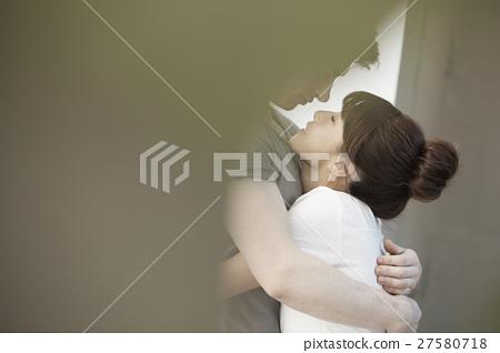 室內 男人和女人 男女 27580718