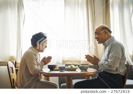 老人 進餐 用餐 27672819