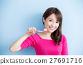 beauty woman brush her teeth 27691716