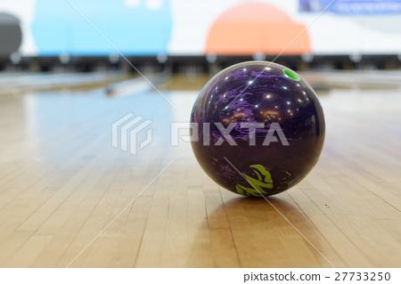 Ball at bowling alley 27733250