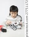 로봇을 만드는 소년 27751172