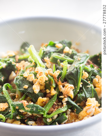 Stir-fried spinach and egg 27778832
