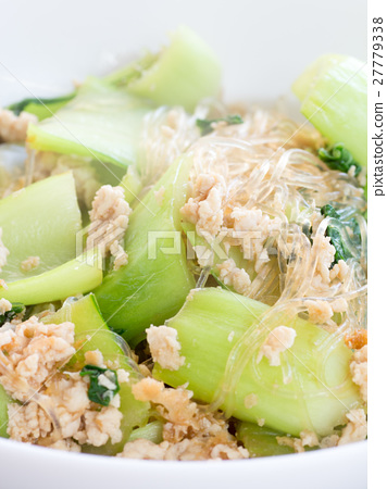 Simmered dishes with chingen and vermicelli and ground chicken 27779338