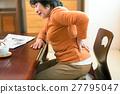 허리가 아프고 괴로운 수석 여성 27795047