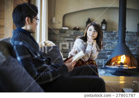 一对夫妇享受假期假期 27801787