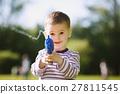 little boy with water gun 27811545