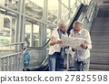 Senior couple traveling around the city 27825598