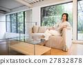 女性 坐下 坐著 27832878