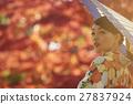 灿烂的秋叶和和服女性肖像 27837924