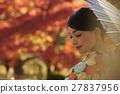 燦爛的秋葉和和服女性肖像 27837956