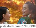 享受秋葉和外國女性的日本女性 27837998