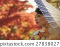 灿烂的秋叶和和服女性肖像 27838027