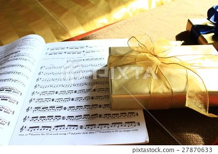 Gift box and score 27870633