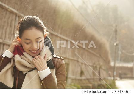 成熟的女人 一個年輕成年女性 女生 27947569