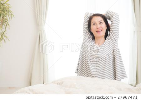 中年婦女起床很好 27967471