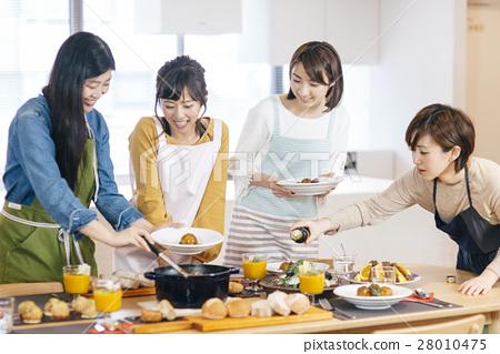 Food women 28010475