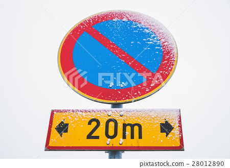 No parking zone, round road sign 28012890