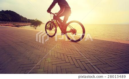 healthy lifestyle man riding bike on seaside 28013489