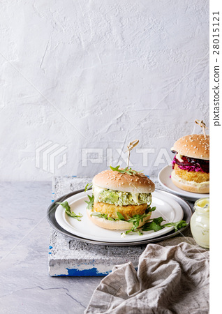 Vegan burgers with avocado, beetroot and sauce 28015121